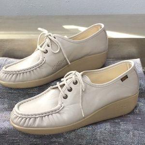 SAS women's size 9.5 leather shoe